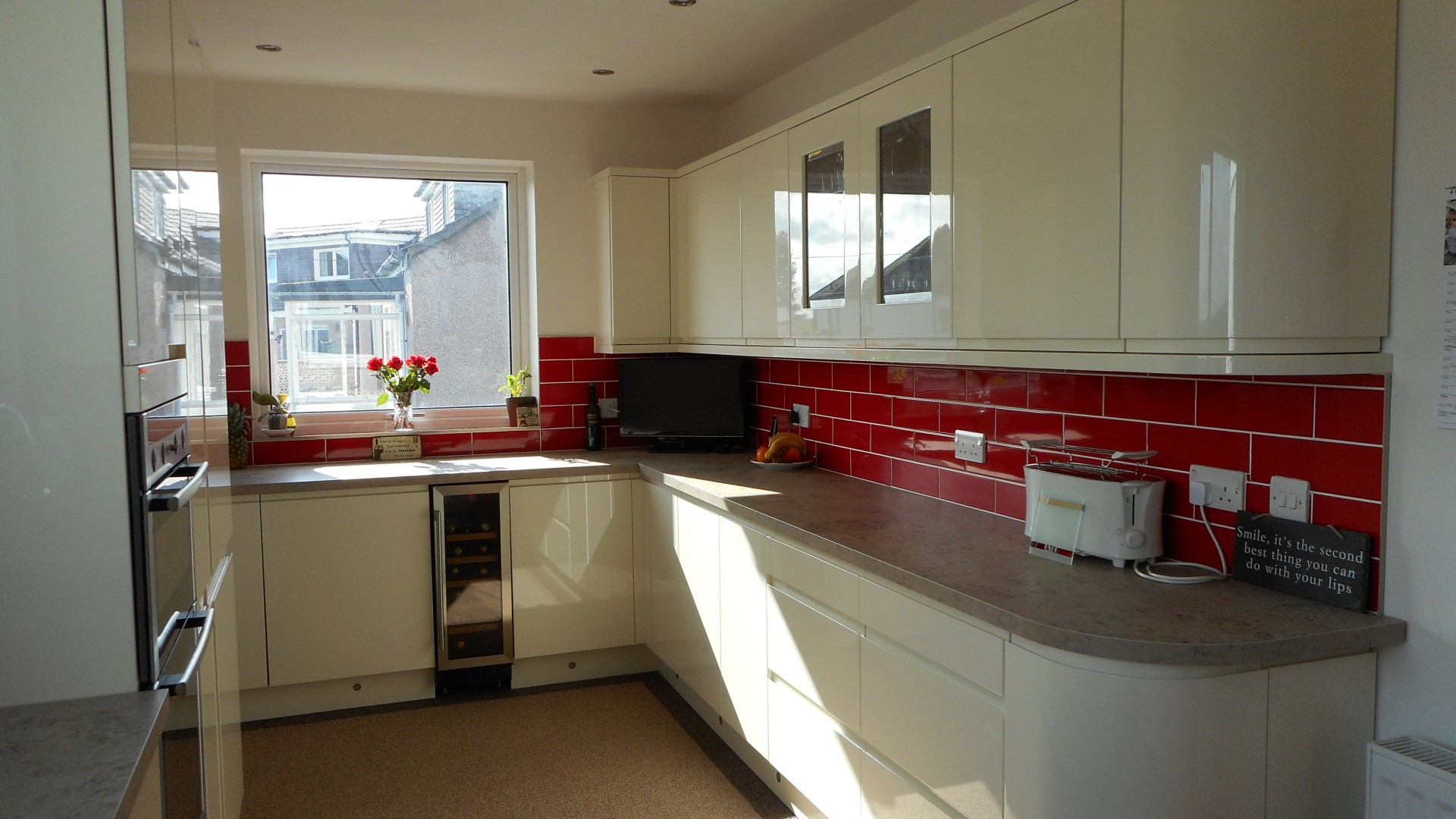 High-gloss Cream, Handleless Kitchen, Milngavie - Aspire ...