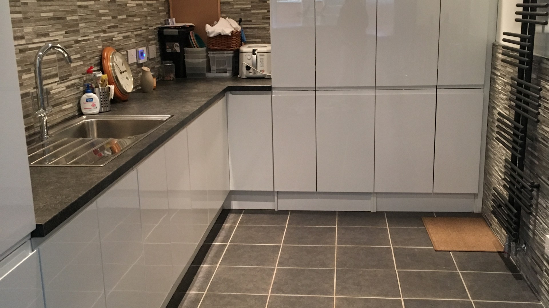 Modern German Kitchen With Corian Worktops British Design Utility Room Baljaffray Aspire Trade Kitchens German And British Built Kitchens To The Trade In Glasgow
