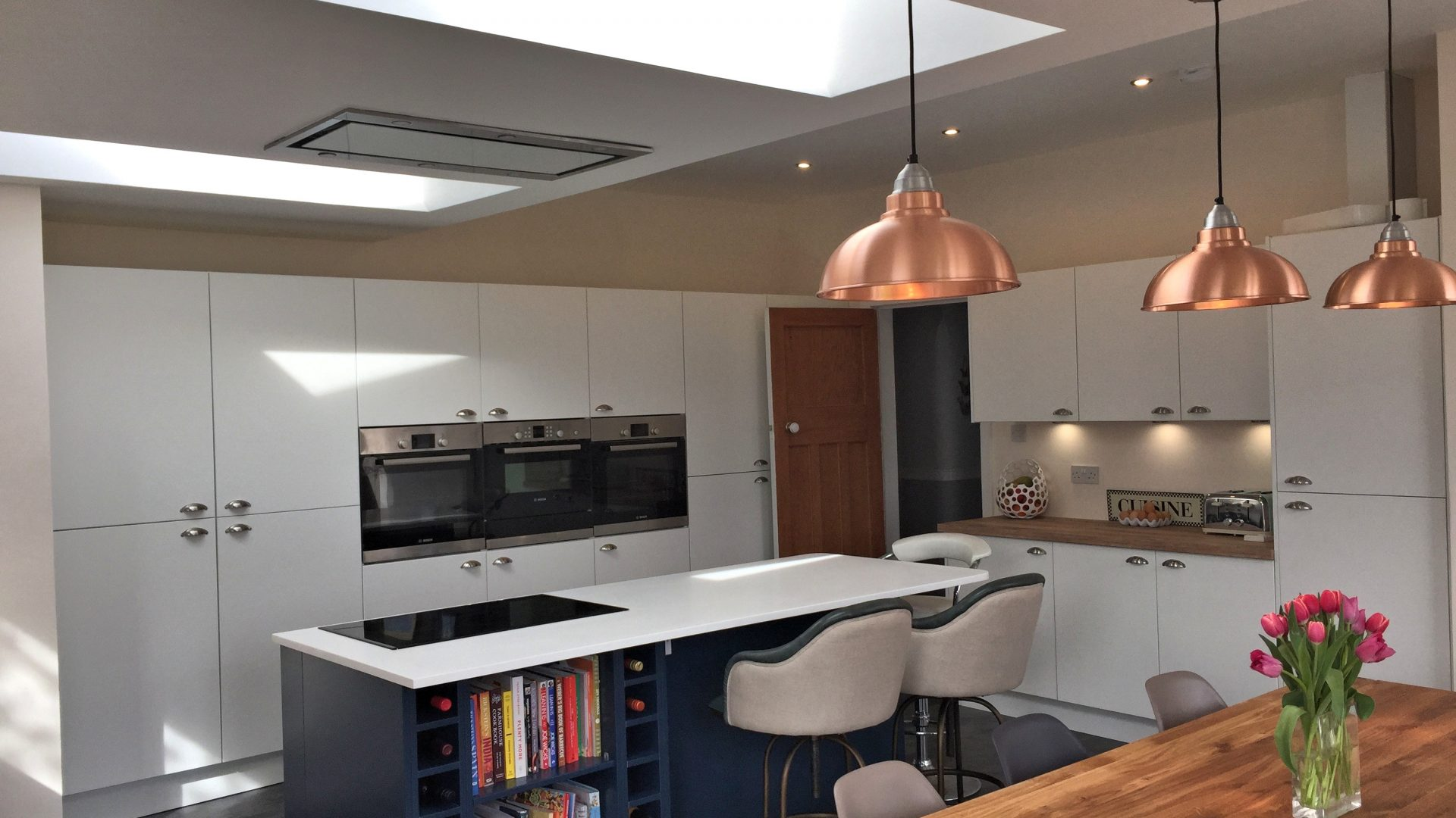 https://www.aspiretradekitchens.co.uk/wp-content/uploads/2017/10/british-contemporary-with-bespoke-coloured-island-2Glasgow-South-1920x1080.jpg